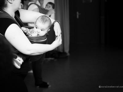 Reportage photos - Atelier de danse avec bébés portés