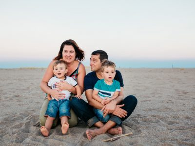 Séance famille lifestyle - Sur la plage un soir d'été